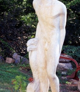 "אדם בערבה - שמי יחיאל, 1952 , אבן גיר, 70X60X210 ס""מ"