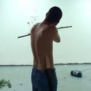 Fixed Drug Eruption  קורי בני,  2002 , תצלום סטיל מתוך תיעוד וידאו של מיצג בבימת מיצג 209, תל אביב