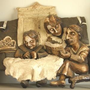שלוש נשים - שלושה דורות - אפשטיין חוה, 2007, תבליט קרמי, 10x40x40 סמ