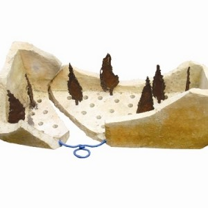 מעיינות טומאה - רבינוביץ ישראל, 2006, ברזל ואבן) שבר סרקופג) , 60x30x23