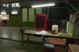 """חדר מכונות עם כסא כחול, ינואר 2011' 70X47 ס""""מ"""