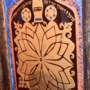 """דוד אל-קיים, ברכת כהנים, כתיבה וציור במהופך על גבי זכוכית, צבעי זהב, כסף, ברונזה וצבעי אקריל, 50*45 ס""""מ"""