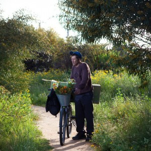 איל גזיאל, מוכר הפרחים, 2011, הדפס צבע, מידות משתנות