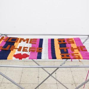 ענבל אגוז, Home is where the heart is, 2015, מתקן לייבוש כביסה, צמר