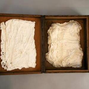 Pack it up - Schreiber Ruth, 2007, Found wooden case and strengthened porcelain, 23x75x42 cm
