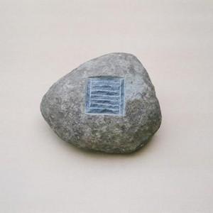 , ללא כותרת - גור אילן, 2005 Basalt stone אורך 33 סמ.