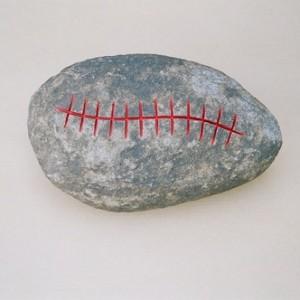ללא כותרת - גורן אילן, 2006 , אבן בזלת וצבע, אורך 42 סמ.