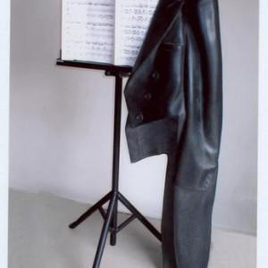 לפעמים המנגינה נגמרת.., 2005 גרניט, ברזל ונייר
