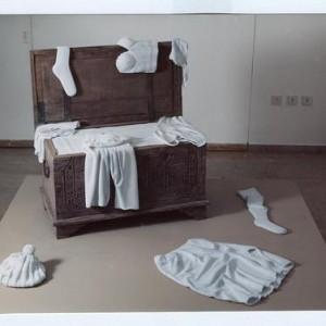 מלתחת כלולות, 2002 שיש לבן ועץ