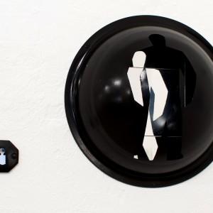 max epstein, head against the wall, readymade, alluminium, plastic mirrors, 35-22-20cm,2011 מקס אפשטיין, ראש בקיר, רדימייד, מראהות מפלסטיק, אלומיניום, צבע