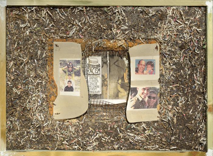 """מגדלנה חפץ, מתוך הסדרה התיקון ושברו, 2014-2008, תבליטי קרמיקה ממוחזרת עם הדפסות, אדמה, נייר, עץ, מתכות ישנות ופוליאוריטן, כל תבליט X 120 X 60 10 ס""""מ (צלם: שלמה סרי)"""