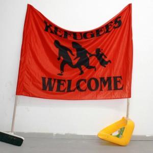 ענבל אגוז, פליטים, 2016, מטאטא, יעה ודגל