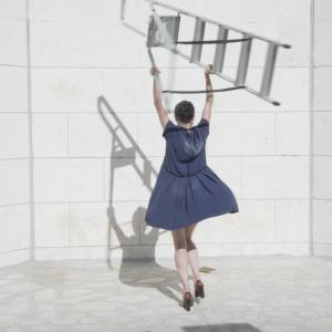 דן רוברט להיאני, וידיאו סטילס מעבודת הוידיאו מתנתו של היתום, 2017-2018, בתמונה: יואנה בליקמן