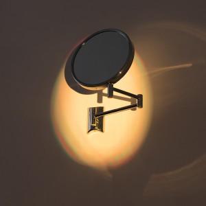 ליאור תמים, סופת חול, 2019, מכונת ערפל, תאורה, 3 מראות, 4 רמקולים, סאבּ ווּפֶר, נגן MP3 , מיקסר, מגבר. צילום אלעד שריג Lior Tamim, Sandstorm, 2019. Photo Elad Sarig