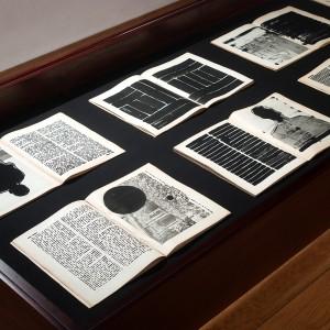 הספר השחור, צילום הצבה 2020, צילום אלעד שריג Black Book, Installation view 2020, photograph Elad Sarig