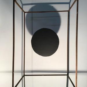 איתי רון גלבע, שחור, 2021, מוטות ברזל וקרטון
